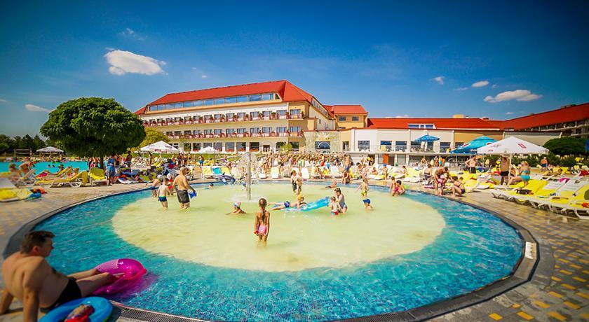 Park Wodny Tropikana W Hotelu Gołębiewski W Mikołajkach Plaża Na