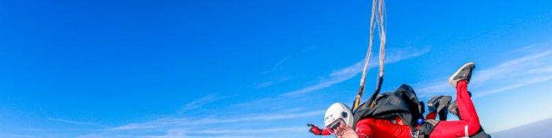 Tandemowy skok ze spadochronem - sprawdź swoją odwagę