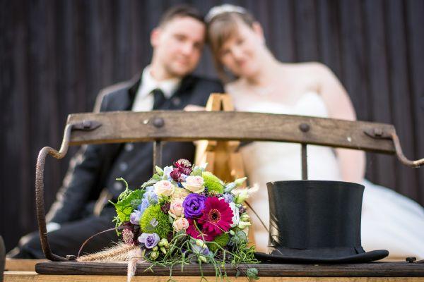 Sesja ślubna w plenerze. Kilka kreatywnych pomysłów dla nowożeńców