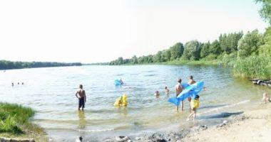 Plaża w Piotrowie nad Jeziorem Ługowskim