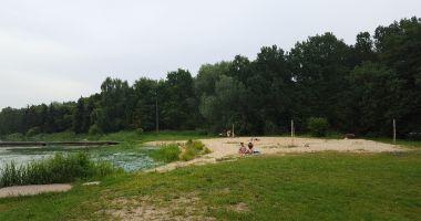 Plaża w Leźnicy Wielkiej nad Zalewem Leźnickim