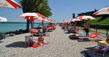 Bau Beach - la Spiaggia di Braccobaldo, Peschiera del Garda, Włochy