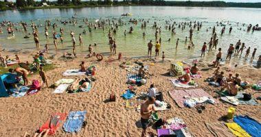 Plaża OSW WOPR w Borównie nad Jeziorem Borówno