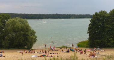 Plaża przy OW Patelnia w Przewięzi nad Jeziorem Białym Augustowskim
