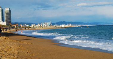Plaża Barceloneta w Barcelonie nad Morzem Śródziemnym