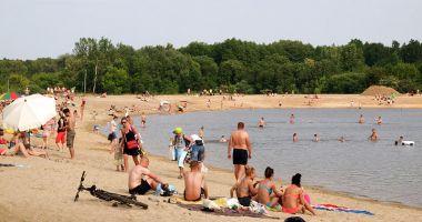Plaża na Utracie w Warszawie nad Zalewem Bardowskiego
