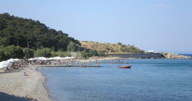 Plaża Tsamakia w Mitylena na Wyspie Lesbos nad Morzem Egejskim