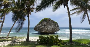 Plaża Bathsheba na Barbados nad Oceanem Atlantyckim