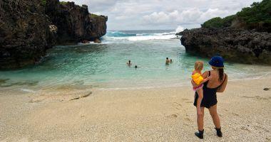 Plaża Lily na Wyspie Bożego Narodzenia nad Oceanem Indyjskim