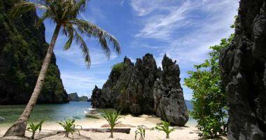 Plaża w Sekretnej Lagunie na Wyspie Matinloc nad Morzem Południowochińskim