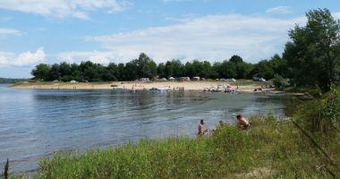 Plaża w Rzeczycach nad Jeziorem Dzierżno Duże