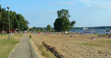 Plaża przy OSW Allianz w Rynii nad Zalewem Zegrzyńskim