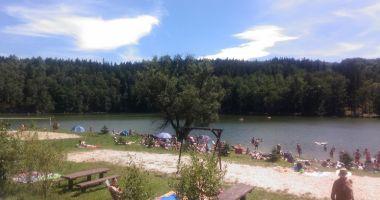 Plaża w Karłowicach nad Jeziorem Złotnickim