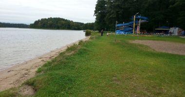 Plaża przy Sanatorium Uzdrowiskowym w Augustowie nad Jeziorem Necko