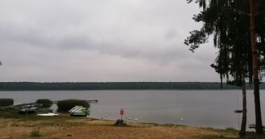 Plaża przy OW Natury Dar w Miałkówku nad Jeziorem Lucieńskim