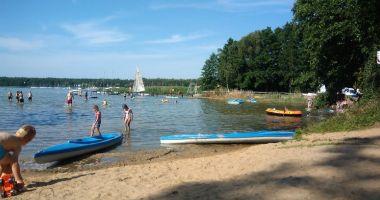 Plaża przy OW Sławska Poręba i Rewenton w Sławie nad Jeziorem Sławskim
